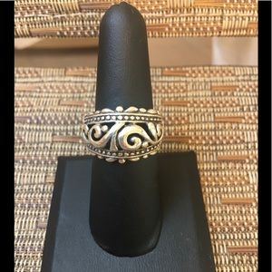 Jewelry - 🌸.925 Sterling Silver ring.